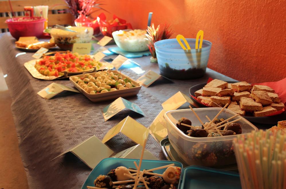 Snacks auf Tischen