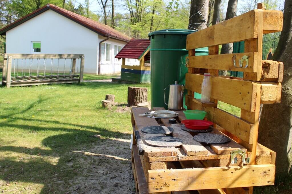 Eine Matschküche im Sommer